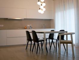Tavolo Cucina con lampadario